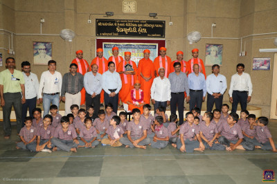 His Divine Holiness Acharya Swamishree blesses sants, disciples, staff and the children