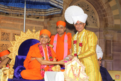 His Divine Holiness Acharya Swamishree blesses a local dignitary