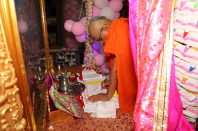 His Divine Holiness Acharya Swamishree inscribes the divine names of the Lord on the new mandir flags
