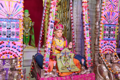 Divine darshan of the Lord seated in the stationary hindola