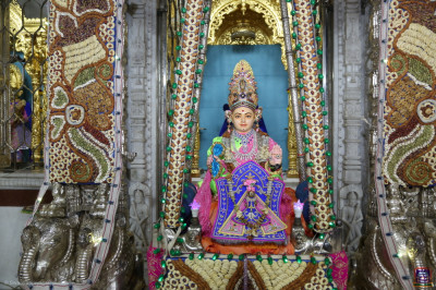Divine darshan of Shree Harikrishna Maharaj seated in the nuts and dried fruit hindola