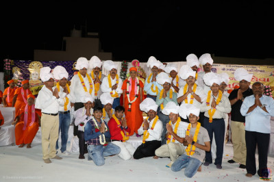 His Divine Holiness Acharya Swamishree blesses local dignitaries and disciples