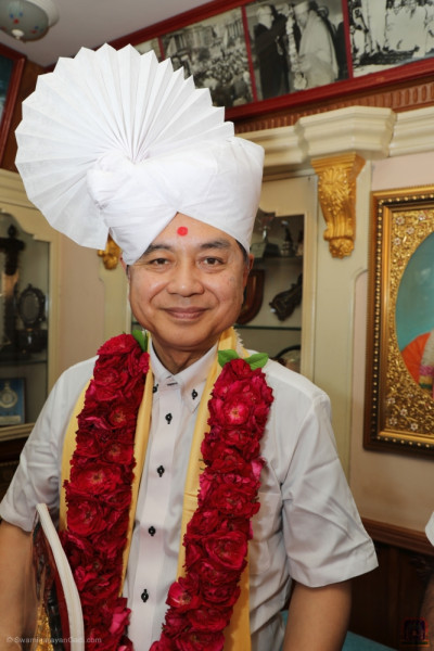 Katsuya Kodama, Secretary-General of International Peace Research Association comes for the darshan of His Divine Holiness Acharya Swamishree