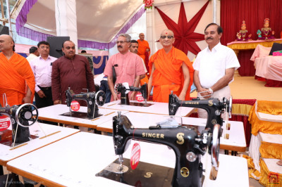 Sewing machines donated by Maninagar Shree Swaminarayan Gadi Sansthan