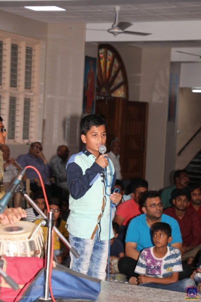 Young disciples perform devotional speeches