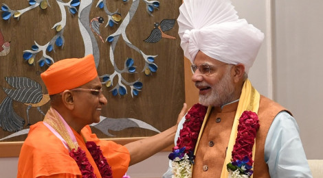 Acharya Swamishree Maharaj is Greeted by Prime Minister Modi