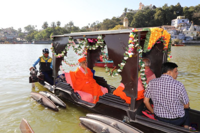 Divine darshan of Acharya Swamishree on a boat on Lake Nakhi
