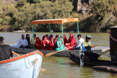 Sankhya Yogi Ladies and disciples on boats at Lake Nakhi