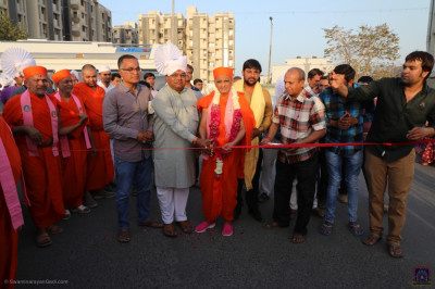 His Divine Holiness Acharya Swamishree cuts the red ribbon