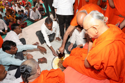 Disciples perform poojan to His Divine Holiness Acharya Swamishree with the five nectars