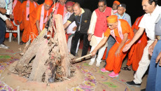 Acharya Swamishree Maharaj Blesses the Gujarat Scouts and Guides