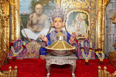 Divine darshan of Shree Sahajanand Swami dining on the traditional Panjuri sweet