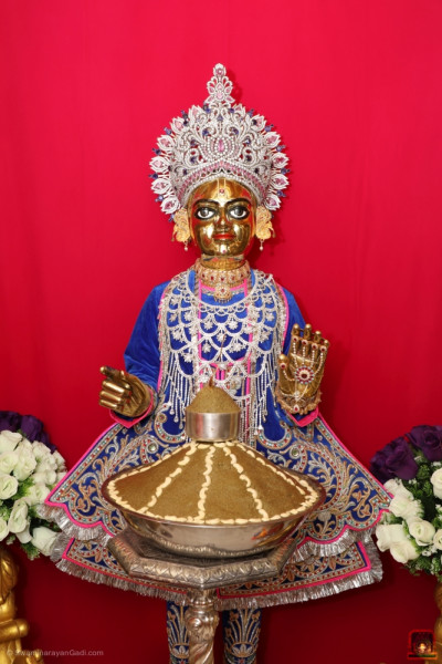 Divine darshan of Shree Harikrishna Maharaj dining on the traditional Panjuri sweet