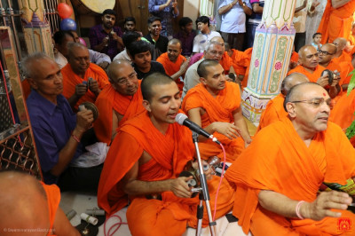 Sants perform traditional devotional songs