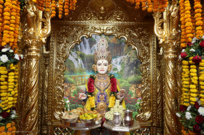 Divine darshan of Lord Shree Swaminarayan dining on delicious sweets and savouries