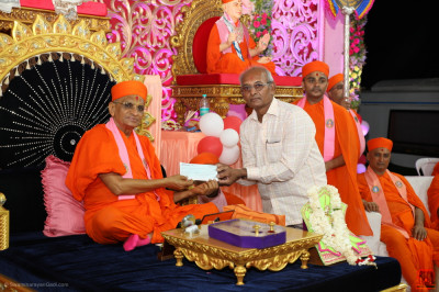His Divine Holiness Acharya Swamishree Maharaj donates funds for fodder to the cow shelter