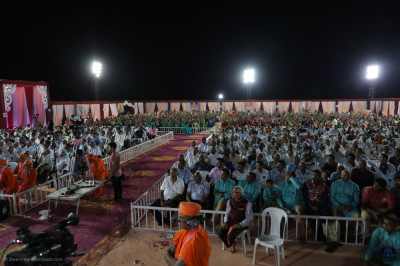 Thousands of disciples enjoy the evening celebrations