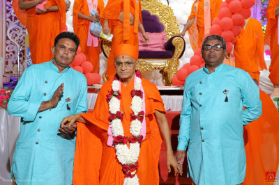 Disciples who have sponsored the celebrations escort His Divine Holiness Acharya Swamishree Maharaj