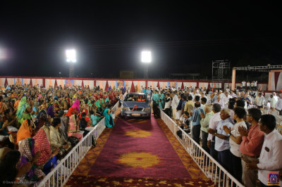 His Divine Holiness Acharya Swamishree Maharaj leaves the grand venue