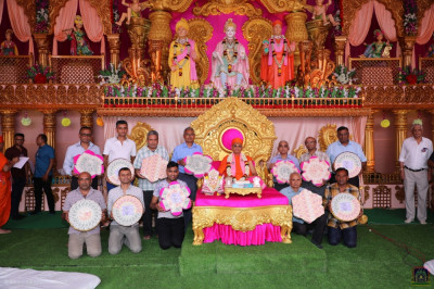 His Divine Holiness Acharya Swamishree Maharaj blesses disciples who have sponsored the recital of the divine scripture 'Shree Swaminarayan Gadi Granth'