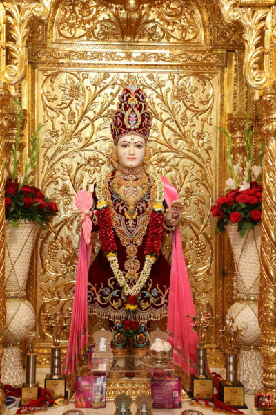 Divine darshan of Lord Shree Swaminarayan with the various items to be inaugurated today at His divine lotus feet including the trophies for the evening devotional drama performances