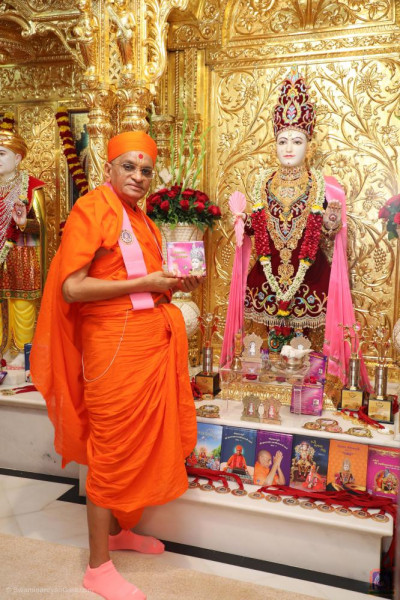 Divine darshan of Acharya Swamishree Maharaj with the new audio CD of devotional songs
