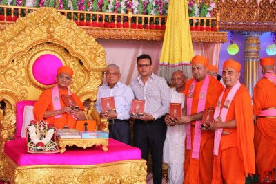 Acharya Swamishree Maharaj blesses sants and disciples who have helped and sponsored  the new publication called Nandratna Part 1 containing revived devotional songs written by 'Nand Padvi' sants