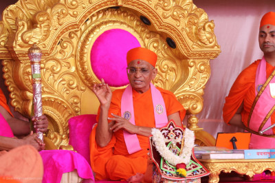 Acharya Swamishree Maharaj showers His divine blessings on all: 'It is Ghanshyam Maharaj Himself who has personally invited you all to this Amrut Mahotsav - what joy there is, when He calls us to Him in this way. His children from all over the world have heeded this invitation, and come here to enjoy this most divine of occasions.'