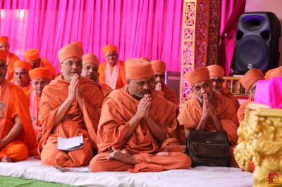 Eminent sants of Haridham Sokhda Akshar Purushottam Sansthan seated on stage