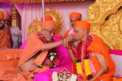 Hari Prasdaji Maharaj offers sweets to His Divine Holiness Acharya Swamishree Maharaj