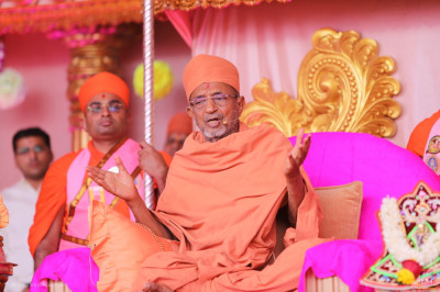 Shree Hariprasadji Maharaj addresses all, 'I have come here for only one reason - for Acharya Swamishree Maharaj's Ashirwad and for the darshan of these Sants'