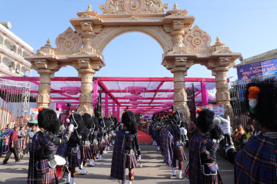 Shree Muktajeevan Swamibapa Pipe Band Maninagar perform leading the procession arriving at the main gate of Shree Swaminarayan Mandir complex entering into the grand assembly