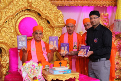 His Divine Holiness Acharya Swamishree Maharaj blesses sants and disciples who have helped and sponsored the divine scripture 'Jeevanpran Shree Muktajeevan Swamibapa ni vato part 2'
