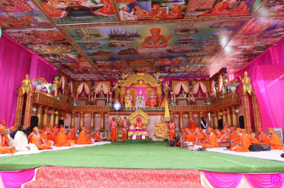 'Just look how many festivals we have celebrated in recent weeks – Dharampur, Kadi, Surat and now this Amrut Mahotsav in Maninagar. And yet the enthusiasm of the Lord's disciples does not seem to wane at all. In fact, it seems to increase with each occasion.'