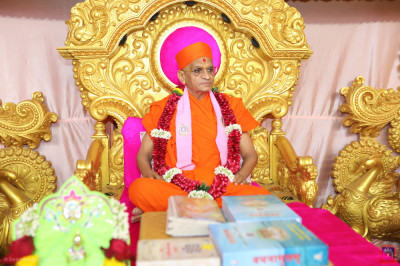 Divine darshan of His Divine Holiness Acharya Swamishree with all of the divine scriptures to be recited during the grand five day festival