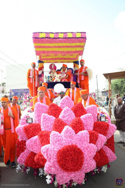 The grand float is decorated in pink and red flower petals