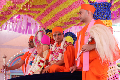 His Divine Holiness Acharya Swamishree Maharaj blesses all arriving at the grand assembly