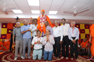 His Divine Holiness Acharya Swamishree Maharaj blesses disciples on stage