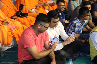 Sants and thousands of disciples from around the world enjoy the international short devotional drama performances and rate them using the new Shree Swaminarayan Gadi mobile app as part of the competition