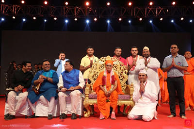 His Divine Holiness Acharya Swamishree Maharaj presents a medal to each disciple from Nairobi who took part in the drama performances