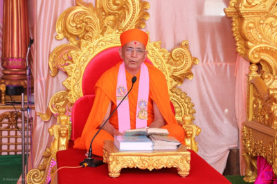 Sants continue and complete the recital of the divine scripture Shree Swaminarayan Gadi Granth