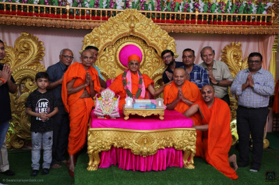 His Divine Holiness Acharya Swamishree Maharaj blesses sants and disciples of Bavla