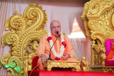 Swami Adhyatmananda Maharaj addresses all in the grand festival assembly