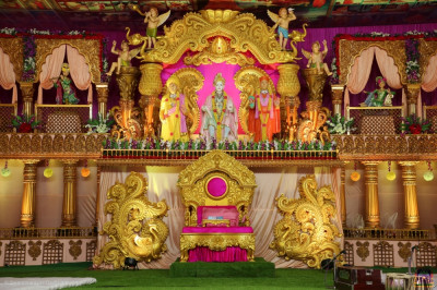 Divine darshan of the magnificent golden grand stage