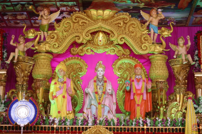 Divine darshan of Lord Shree Swaminarayan, Jeevanpran Shree Abji Bapashree and Jeevanpran Shree Muktajeevan Swamibapa continually showering divine bliss on all during the grand five day 75th anniversary celebrations