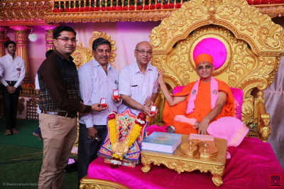 His Divine Holiness Acharya Swamishree Maharaj blesses disciples who are Jewellers