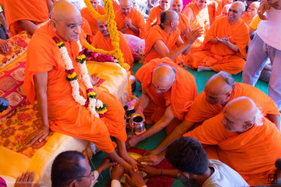 Sants and disciples bathe the divine lotus feet of His Divine Holiness Acharya Swamishree in the five nectars