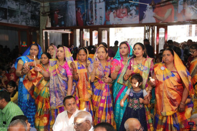 Disciples offer aarti