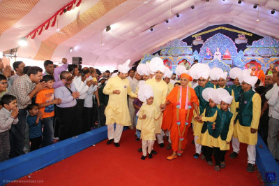 Disciples who have sponsored the scripture recitals escort His Divine Holiness Acharya Swamishree Maharaj