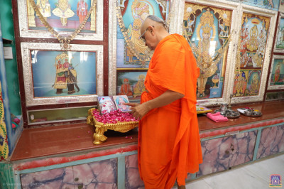 His Divine Holiness Acharya Swamishree Maharaj performs poojan of these divine scriptures